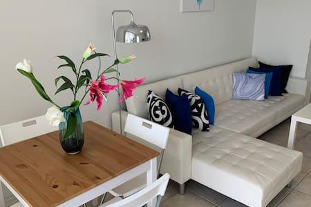 2 BRM Beachside Holiday Apartment