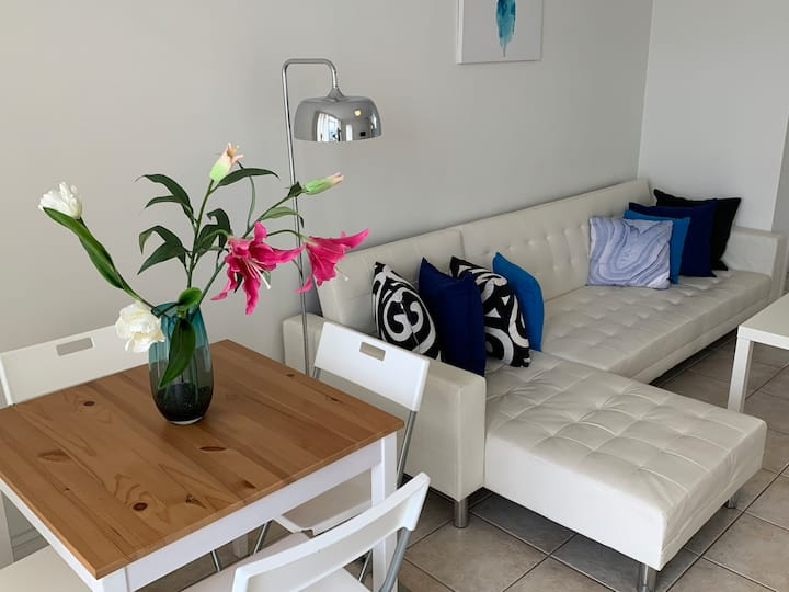 2 BRM Beachside Holiday Apartment