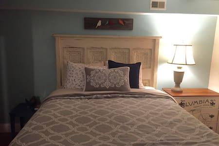 Comfy Basement Room in our B&B - Washington