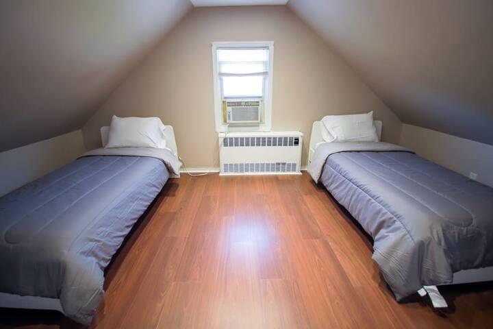 Bedroom 4, 2 Twin Beds