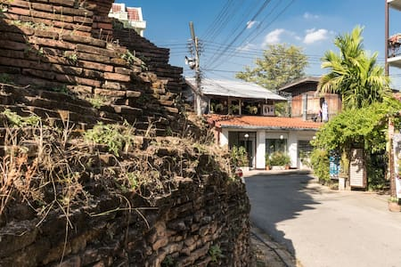Retro Thai Studio in Old City/Chedi View/King & AC - Mueang, Chiang Moi