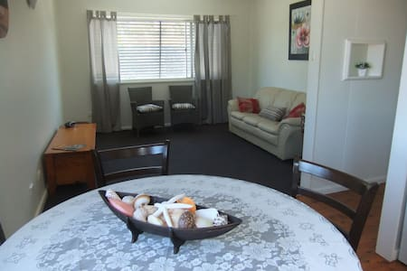Central location, fresh and bright, 3 bedrm unit - Port Macquarie