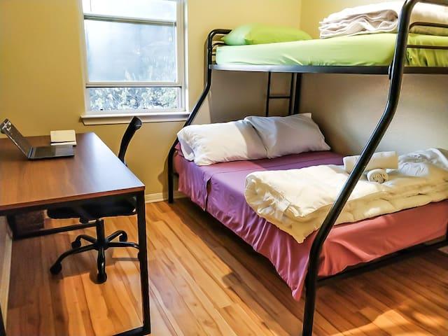 Sua Casinha!! Private Room for 3! (A)