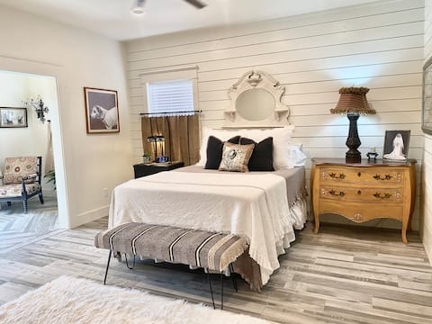 Romantic Dream: Dripping Springs: The Master Suite