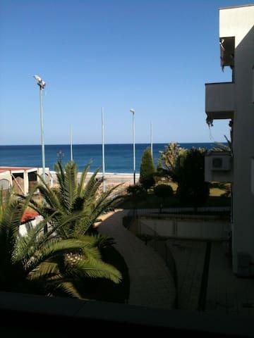 HANNET con Veranda vista Mare... 4/6 persone - Siderno - Apartment