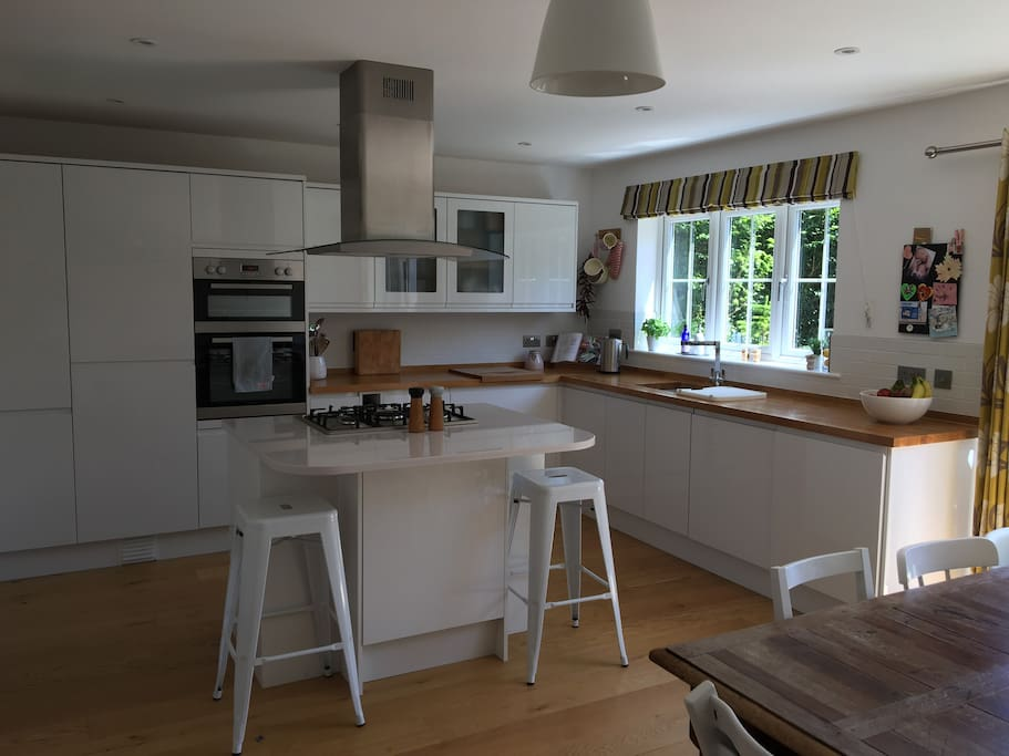 Kitchen space with dining table