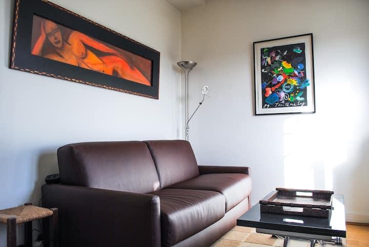 Cosy studio with view on paris