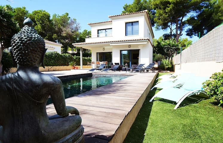 VILLA ADRIANO. Modern and fully equipped. At only 5 minutes to the sea.