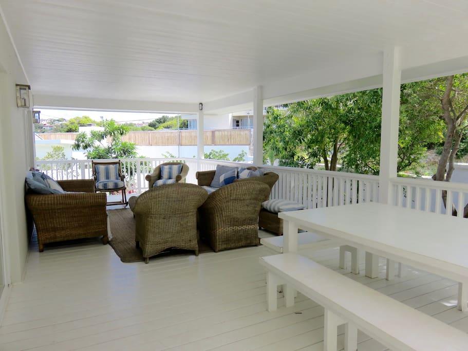 Main lounge deck