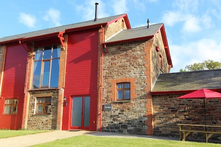 Spacious barn conversion, wifi, log burner, views