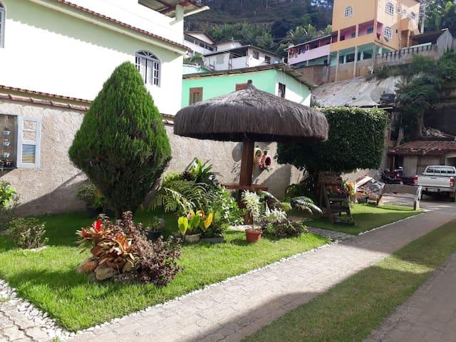 Hospedagem Cama e Café Dois Pinheiros