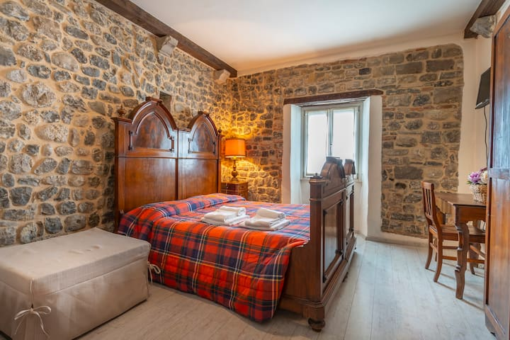 Matilde's Medieval House - Castelmonte Room