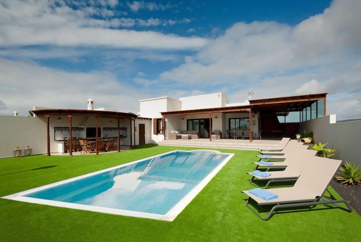 Caletas Village Playa Blanca - private pool