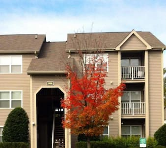 Quaint West End Apartment - Henrico