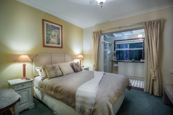Ellensbrook Queen & breakfast  Rosewood Guesthouse