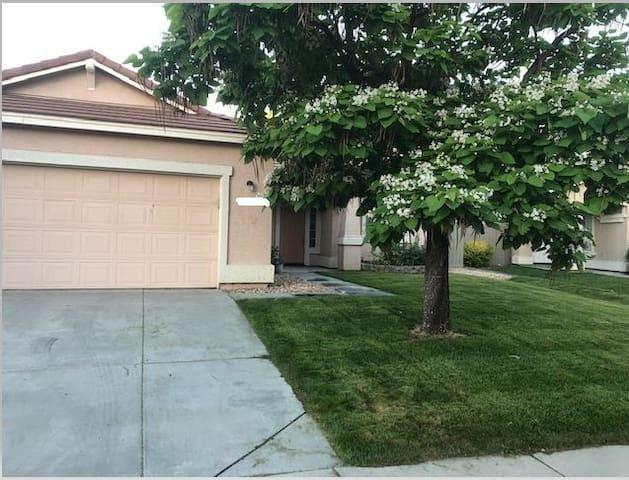 3bd/2bath Home in great Reno neighborhood.