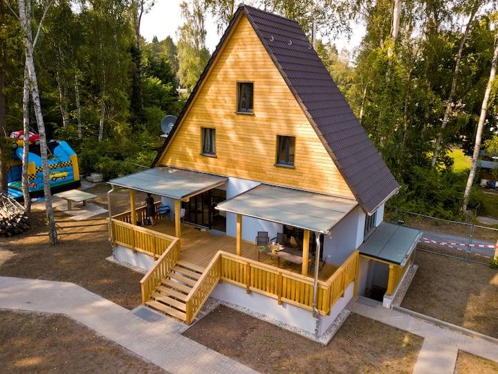 lauch3.de - blaues Ferienhaus am See