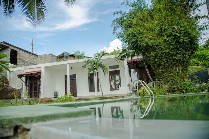 One bedroom Private Villa with Pool in Galle