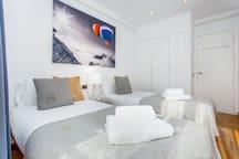BEACH HOUSE: brigth triplex in Olympic Villlage