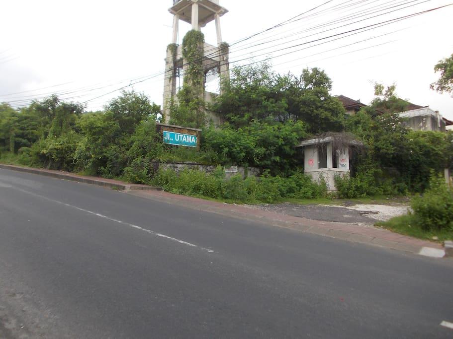 Jalan UTAMA No. 1 bukit unggasan Jimbaran BALI