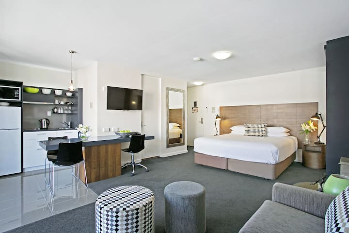 Stylish Spacious Apartment. Free Carpark & Wifi - Spring Hill
