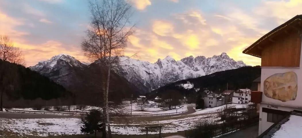 Haus Gobbis, Dolomiti Agordo. Ski slops, ciaspole.