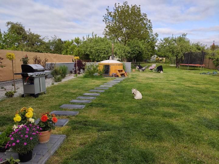 Willa Wanda wolnostojący dom,duży ogród z hot tube