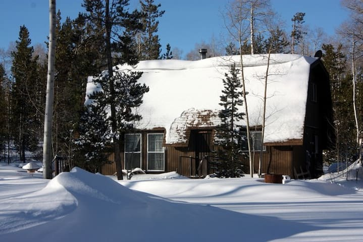 Cozy Cabin for Snowmobiling & Cross-Country Skiing - Robertson - Hytte