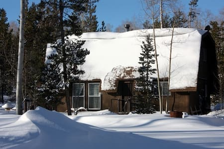 Cozy Cabin for Snowmobiling & Crosn - Robertson - 小木屋