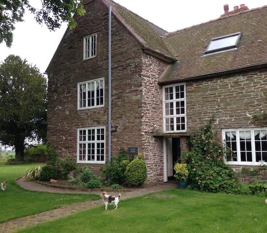 West Farm double bedroom - Cleedownton - Bed & Breakfast