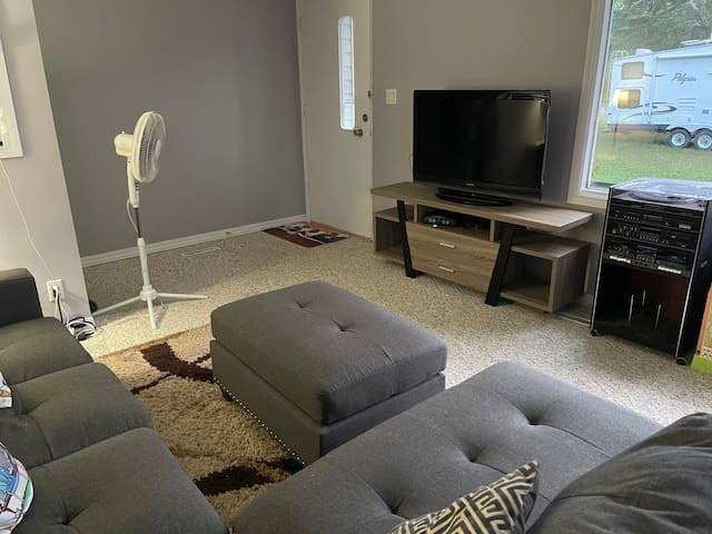 Enjoy a sectional couch, tv with GameCube and the record player in the living room.