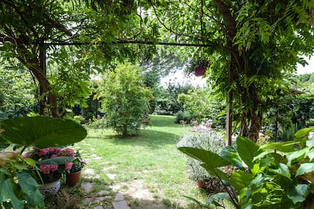 5 A splash of green in the city, close to airport - Pisa - Szoba reggelivel