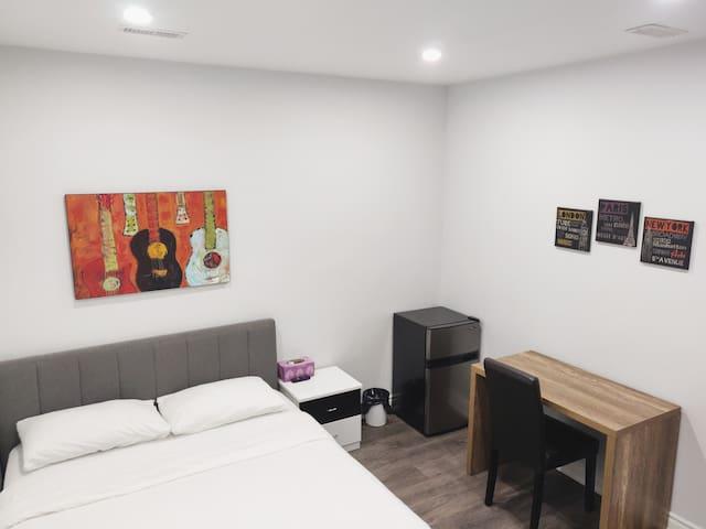 Private Room, & Bathroom East Chinatown
