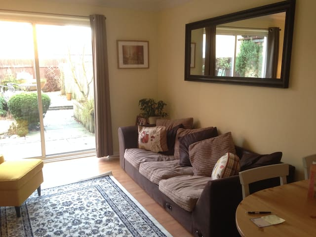 Cozy 2 double bed home | Champions League Weekend - Cardiff - Casa