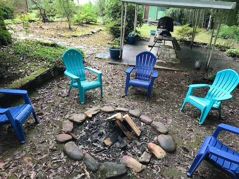 Cozy by the Creekside: 1.4 miles to Casino