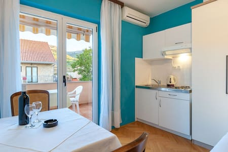 Dobrila Studio apartman in Jelsa - Jelsa - Huoneisto
