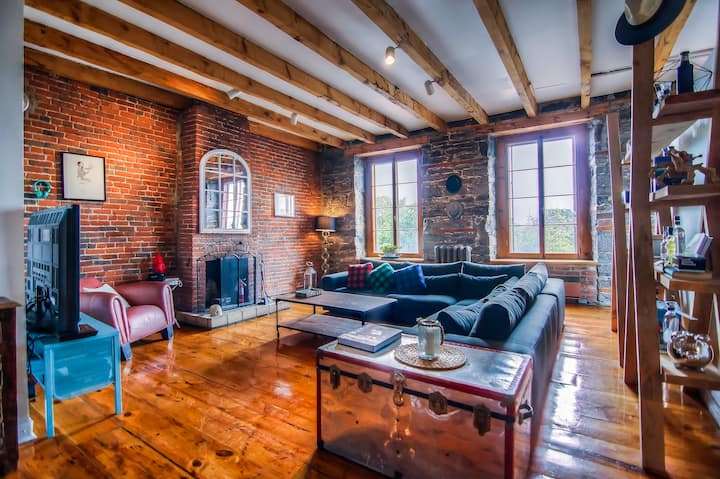 Rustic Gem In the heart of Old Montreal