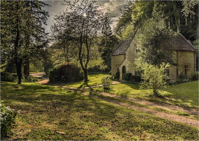 Woodwells - Cotswold stone house in ancient woods