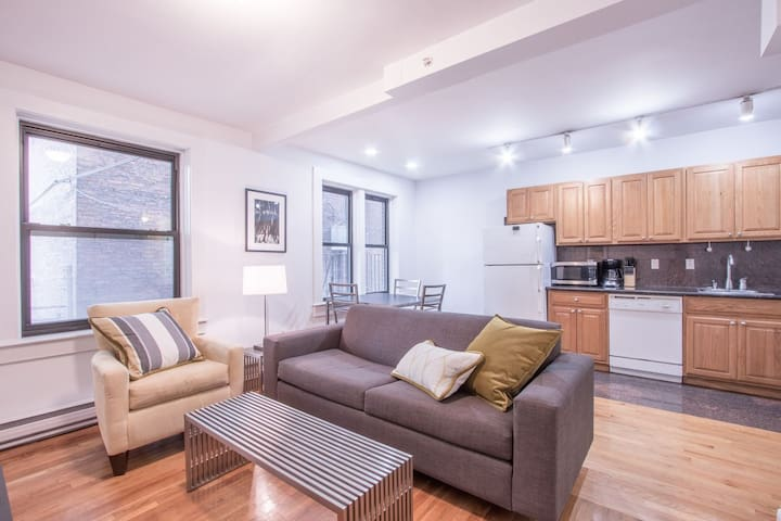 Bold 1BR in Theater District by Sonder