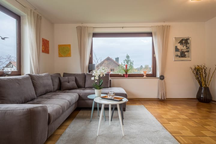 Cozy Vacation Apartment Hotz close to the Golf Club Lindau with Mountain View, Wi-Fi & Balcony; Parking Available