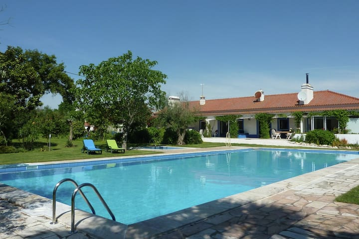 Luxurious Cottage in Montemor-o-Novo with Pool and Garden