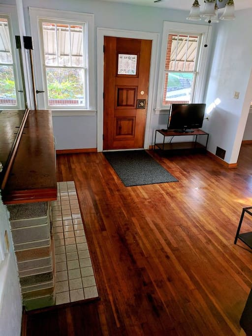 Newly installed hardwood floor, ultra clean especially if you have allergies to carpet
