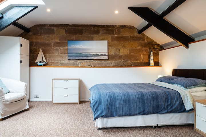 Cross House Apartment-dog friendly barn conversion