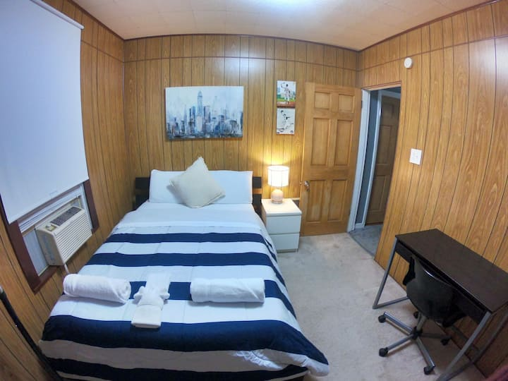 #13 Tiny but comfy room  A/C (9 min to downtown)