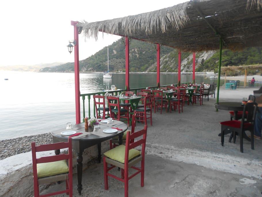 restaurant avlakia samos