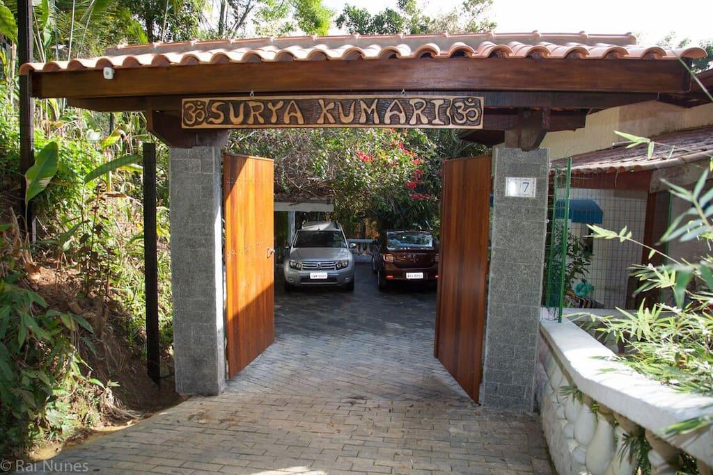 Portao da casa: Surya Kumary