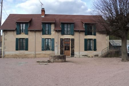 Chez Nathalie: Chambres et Table d'Hote - Saint-Prix - Inap sarapan