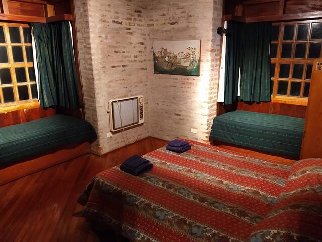 habitacion en planta baja, 2 camas marineras (opcional cama doble)