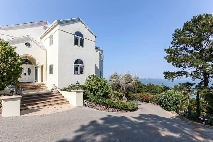 Luxury Villa and Gardens