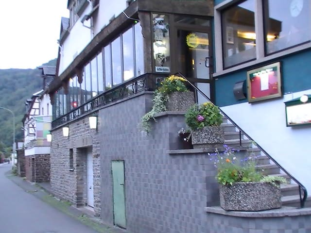 Rooms with breakfast on the Mosel - Briedel - Aamiaismajoitus